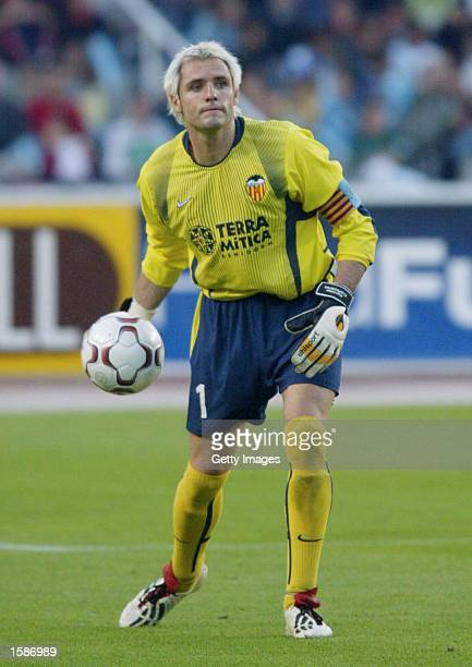 Santiago Canizares of Valencia in action during the Primera Liga match between RCD Espanyol and Valencia played at the Montjuic Stadium Barcelona...