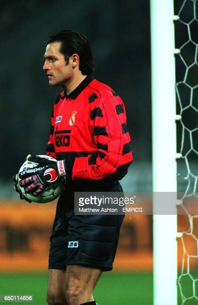 Santiago Canizares Real Madrid action