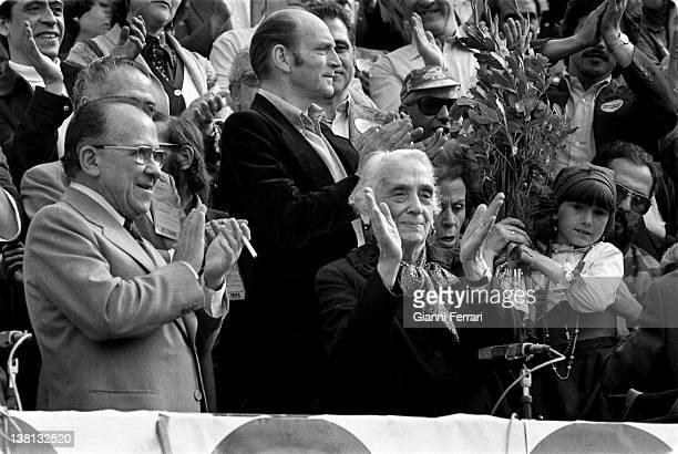Santiago Carrillo and Dolores Ibarruri 'La Pasionaria' in 9º Congress of the Spanish Communist Party 20th April 1978 Madrid Spain