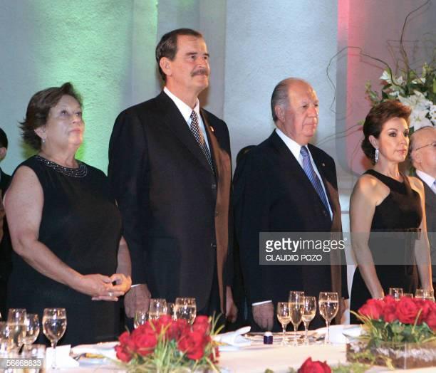 El presidente de Chile, Ricardo Lagos recibe el 25 de enero de 2006 en el Palacio de la moneda de Santiago al presidente de Mexico Vicente Fox ,...