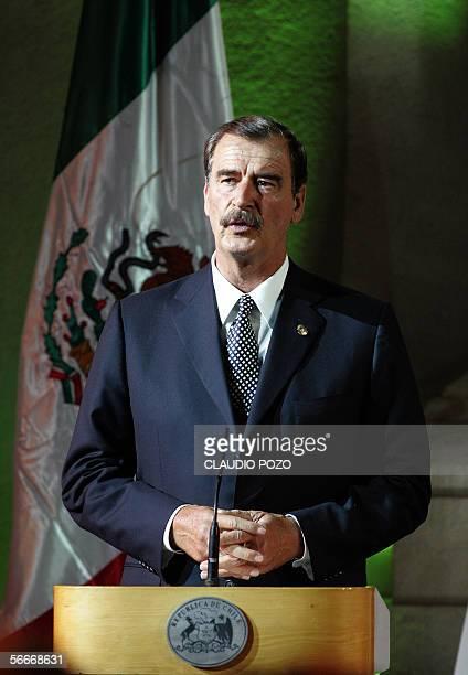 El presidente de Mexico Vicente Fox habla en el palacio de gobierno en Santiago el 25 de enero de 2006. Fox se halla en una visita oficial de dos...
