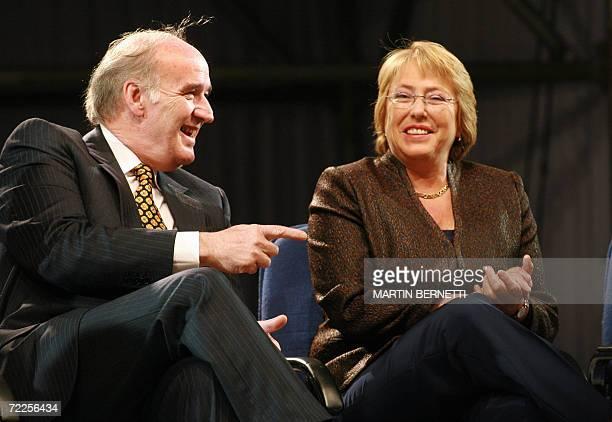 La presidenta de Chile Michelle Bachelet y el canciller Peruano Jose Garcia Belaunde dialogan durante la inaguracion de la Feria del Libro de...