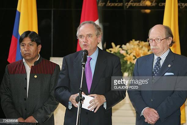 Los representantes de los paises de la Comunidad Andina de Naciones Alejandro Foxley de Chile David Choquehuanca de Bolivia y el vicecanciller Camilo...