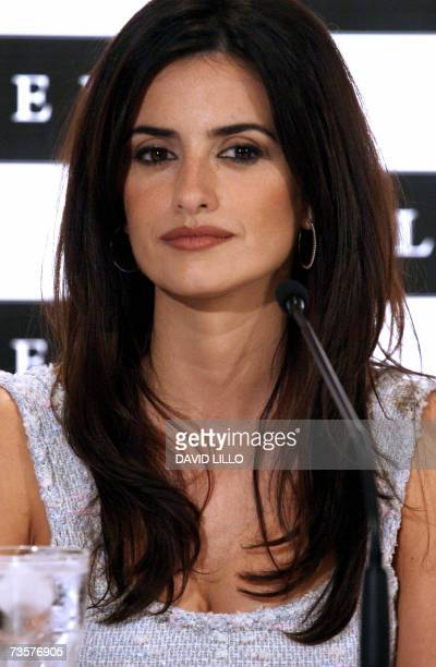 Spanish actress Penelope Cruz poses during a press conference 14 March 2007 in Santiago Cruz arrived in Santiago Wednesday and will remain until 16...