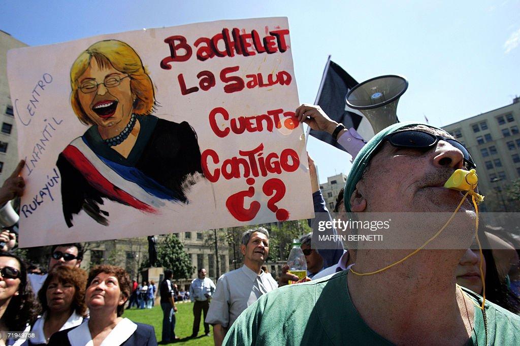 Trabajadores de la salud protestan con c : News Photo