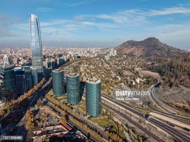 quartier financier de santiago du chili un matin d'automne - capitales internationales photos et images de collection