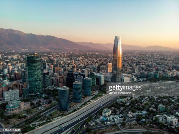 distrito financeiro de santiago do chile - santiago região metropolitana de santiago - fotografias e filmes do acervo