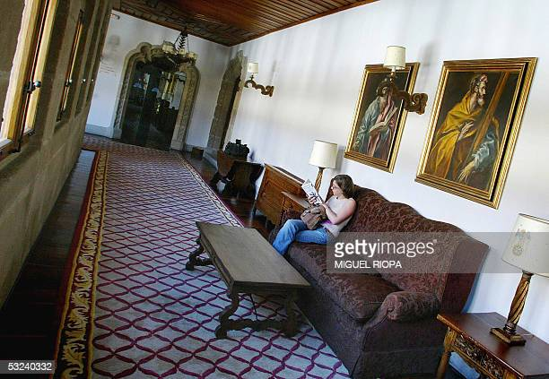 TO GO WITH AFP STORY 'ENTERTAINMENTSPAINPARADORS' A woman reads in the corridors of the 'Catholic Monarchs' Parador in Santiago de Compostela...