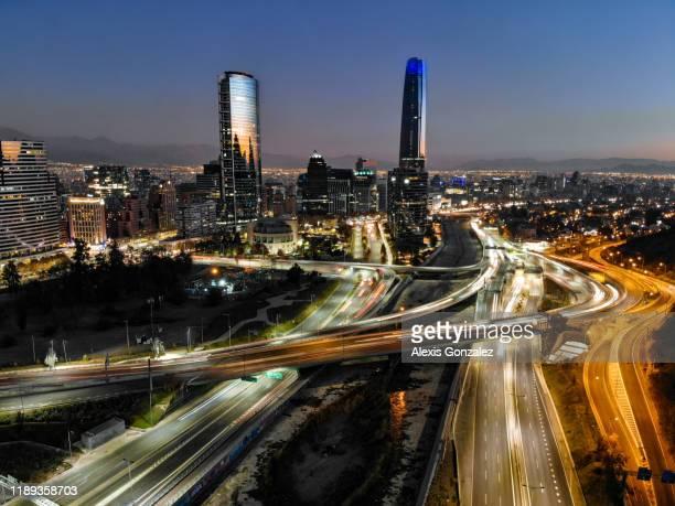 distrito financiero de santiago - chile fotografías e imágenes de stock