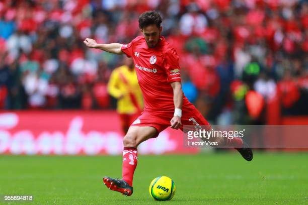 Santiago Garcia of Toluca drives the ball during the quarter finals second leg match between Toluca and Morelia as part of the Torneo Clausura 2018...