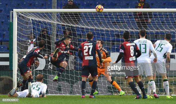 Santiago Juan Gentiletti of Genoa hits the bar with a header during the Serie A match between Genoa CFC and US Sassuolo at Stadio Luigi Ferraris on...