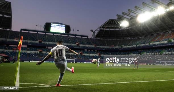 Santiago Mele of Uruguay kicks a corner during the FIFA U20 World Cup Korea Republic 2017 Quarter Final match between Portugal and Uruguay at Daejeon...