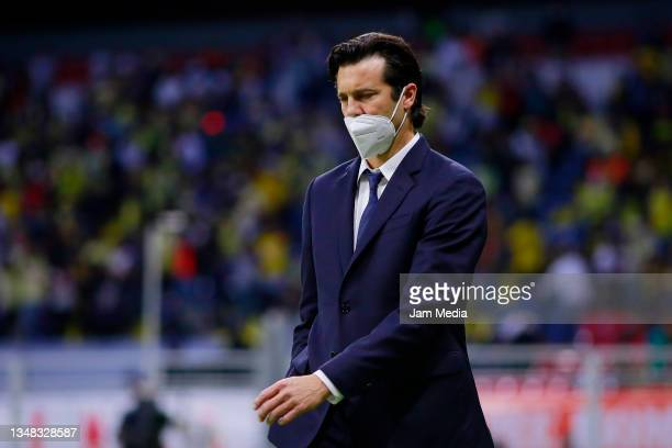 Santiago Solari, Head Coach of America looks on during the 15th round match between America and Tigres UANL as part of the Torneo Grita Mexico A21...