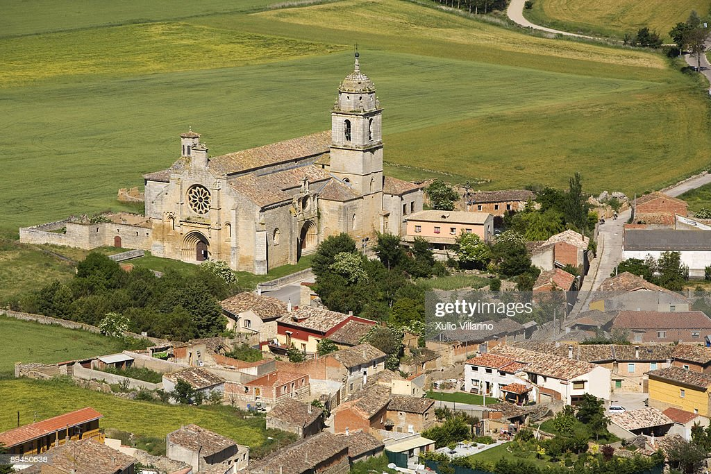 Santiago's Way. Jacobean Routes. French Way. View of the collegiate church of Nuestra Senora del Manzano and the village of Castrojeriz, Burgos. The Santiago's Way has shaped this village and its design is a clear example of Jacobean building: a long stre : Stock Photo