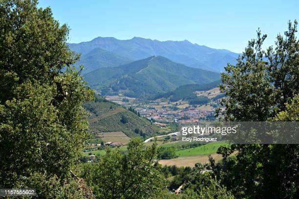 santo toribio de liébana - valle de liébana - cantabria - spain - cantabria fotografías e imágenes de stock