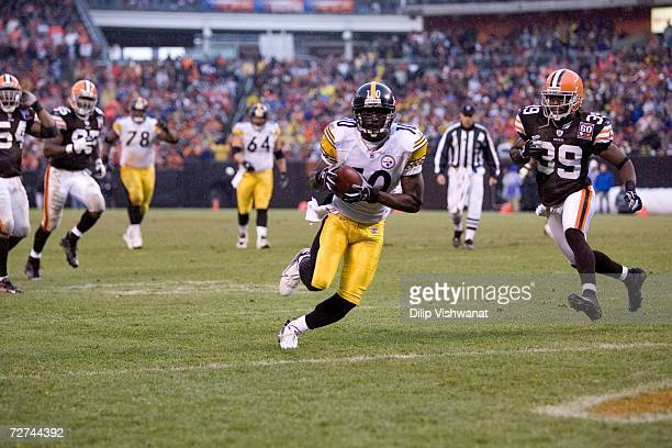 Santonio Holmes of the Pittsburgh Steelers carries the ball against the Cleveland Browns at Cleveland Browns Stadium on November 19, 2006 in...