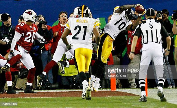 Santonio Holmes of the Pittsburgh Steelers catches a 6yard touchdown pass in the fourth quarter against the Arizona Cardinals during Super Bowl XLIII...