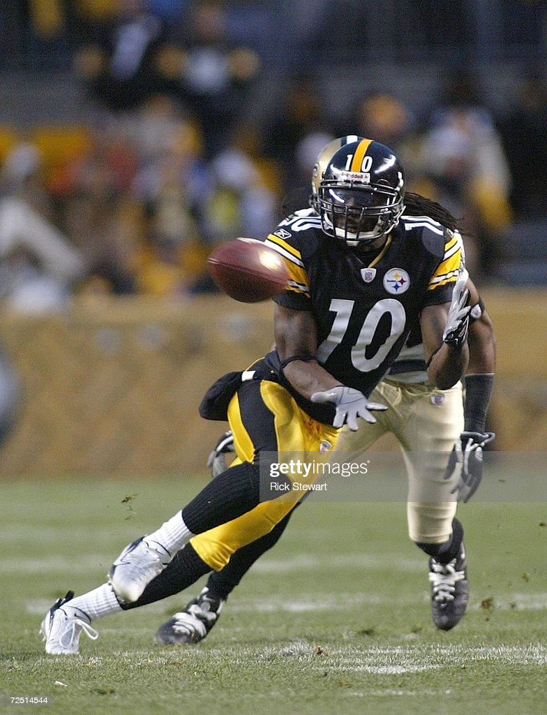 Santonio Holmes #10 of the Pittsburgh Steelers makes a catch against the New Orleans Saints on November 12, 2006 at Heinz Field in Pittsburgh, Pennsylvania.