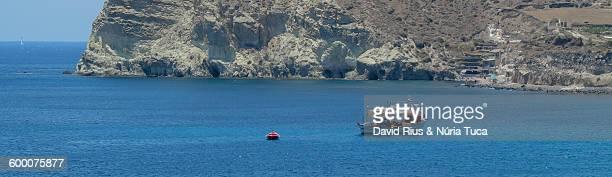 santorini coast - ver a hora stockfoto's en -beelden