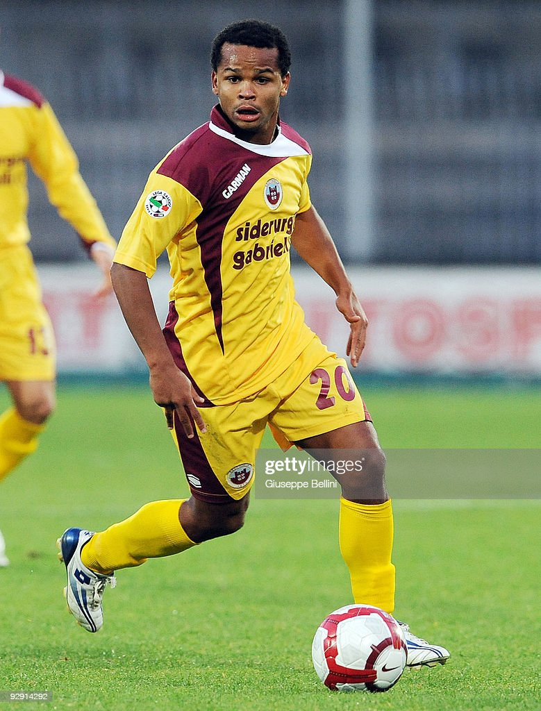 Santos Diego Oliveira of AS Cittadella in action during the Serie B match between Ascoli Calcio and AS Cittadelle at Stadio Cino e Lillo Del Duca on November 7, 2009 in Ascoli Piceno, Italy.