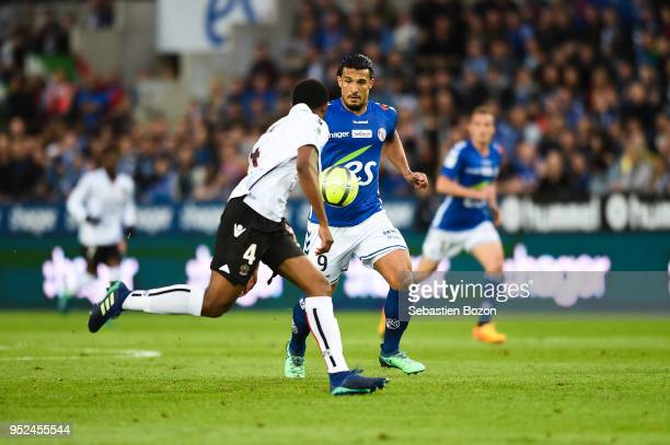 Santos Marlon of OGC Nice and Idriss Saadi of RC Strasbourg during the Ligue 1 match between Strasbourg and OGC Nice at on April 28 2018 in Strasbourg