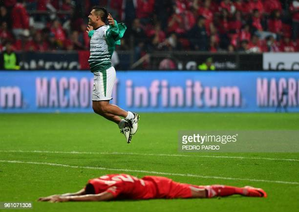 TOPSHOT Santos midfielder Osvaldo Martinez celebrates after winning the Mexican Clausura 2018 tournament final football match against Toluca at the...