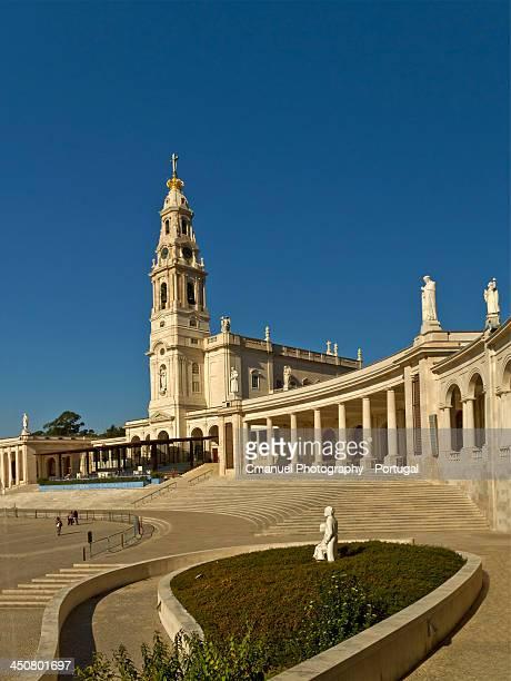 santuário de fátima our the fatima shrine - fatima portugal imagens e fotografias de stock