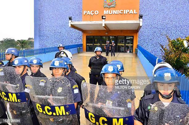 CONTENT] 10/1/2012 sao jose dos campos/sp/vale do paraiba De acordo com o líder do acampamento os manifestantes foram agredidos e precisaram ser...