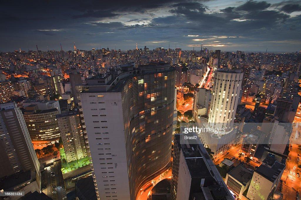 São Paulo, à noite : Foto de stock