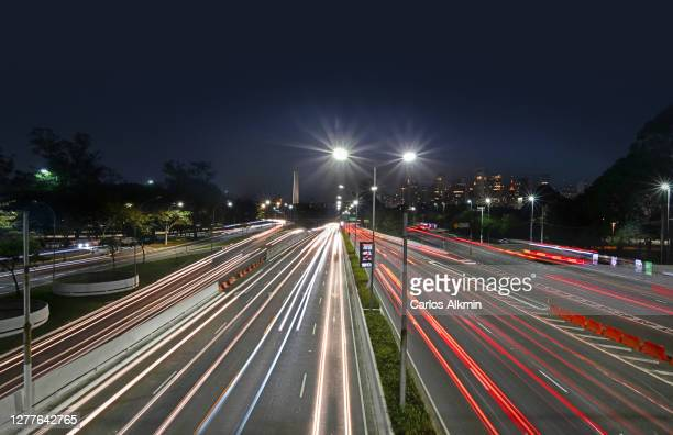 sao paulo, brazil - 23 de maio avenue at night - light trails on multiple lane expressway - carlos alkmin stock pictures, royalty-free photos & images