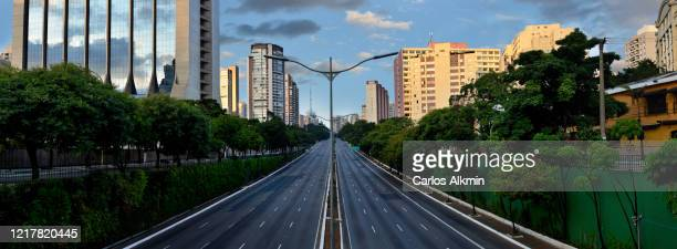 sao paulo, brazil - 23 de maio avenue with all lanes empty - empty streets stock pictures, royalty-free photos & images