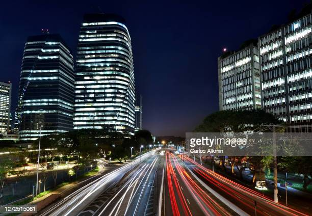 sao paulo, brazil - busy avenue at night with light trails of vehicles traffic - president juscelino kubitschek avenue - carlos alkmin stock pictures, royalty-free photos & images