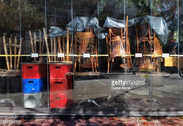 sao paulo, brazil - empty bar during covid outbreak - carlos alkmin stock pictures, royalty-free photos & images