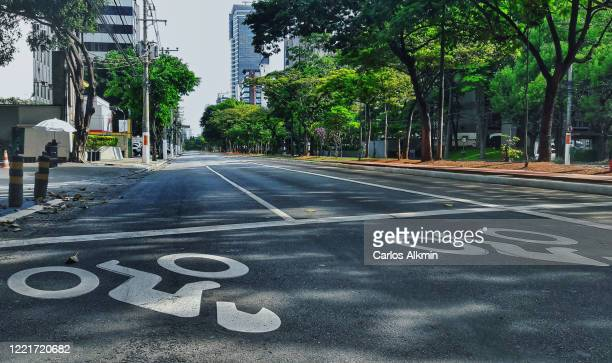 sao paulo, brazil - empty streets - perspective of berrini avenue with no traffic in low angle view - empty streets stock pictures, royalty-free photos & images