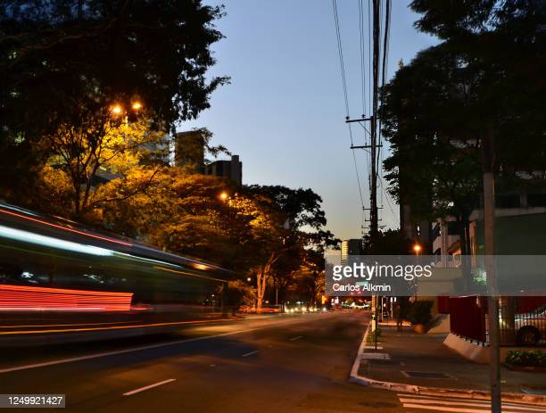 sao paulo, brazil - empty streets - perspective of berrini avenue with almost no traffic - carlos alkmin stock pictures, royalty-free photos & images