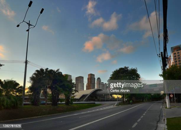 sao paulo, brazil - empty streets - perspective of marginal pinheiros with no traffic - carlos alkmin stock pictures, royalty-free photos & images
