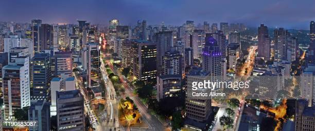 sao paulo, brazil - faria lima avenue and itaim bibi neighborhood in the blue hour - carlos alkmin stock pictures, royalty-free photos & images