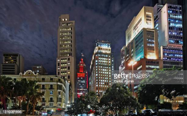 sao paulo, brazil - iconic downtown historic buildings at night, in a view from vale do anhangabau - carlos alkmin stock pictures, royalty-free photos & images