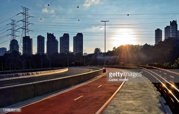sao paulo, brazil - laguna bridge with no traffic, at dusk - carlos alkmin stock pictures, royalty-free photos & images