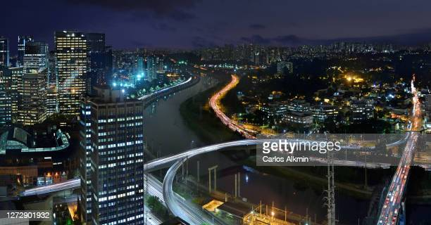 sao paulo, brazil - marginal pinheiros and its connections in morumbi region - view from the top at night - carlos alkmin stock pictures, royalty-free photos & images