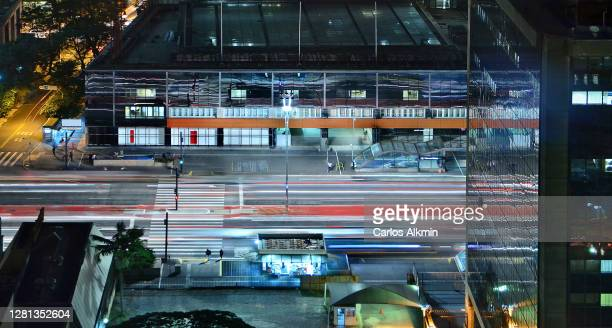 sao paulo, brazil - paulista avenue at night with traffic lanes in long exposure - carlos alkmin stock pictures, royalty-free photos & images