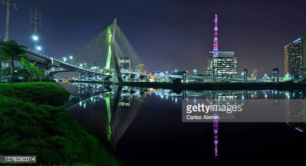 sao paulo, brazil - ponte estaiada and globo headquarters reflected on pinheiros river - carlos alkmin stock pictures, royalty-free photos & images