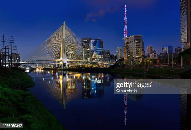 sao paulo, brazil - ponte estaiada and surroundings at dusk - carlos alkmin stock pictures, royalty-free photos & images