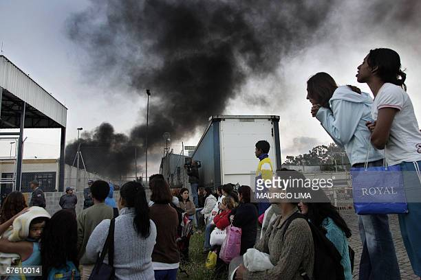 Relatives of inmates look as shock troops members enter the under18 'Febem da Vila Maria' prison complex where a riot rose up 14 May 2006 in Sao...