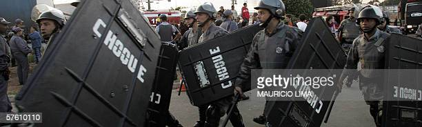 Shock troops members head towards the under18 'Febem da Vila Maria' prison complex where a riot rose up 14 May 2006 in Sao Paulo Brazil At least 52...