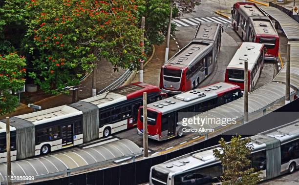 sao paulo, brazil - transportation infrastructure - bus terminal - carlos alkmin stock pictures, royalty-free photos & images