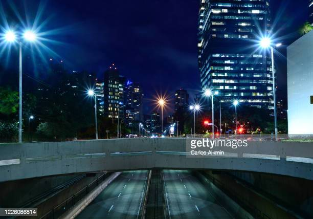sao paulo, brazil - upper view of tunel janio quadros at night with empty lanes - carlos alkmin stock pictures, royalty-free photos & images