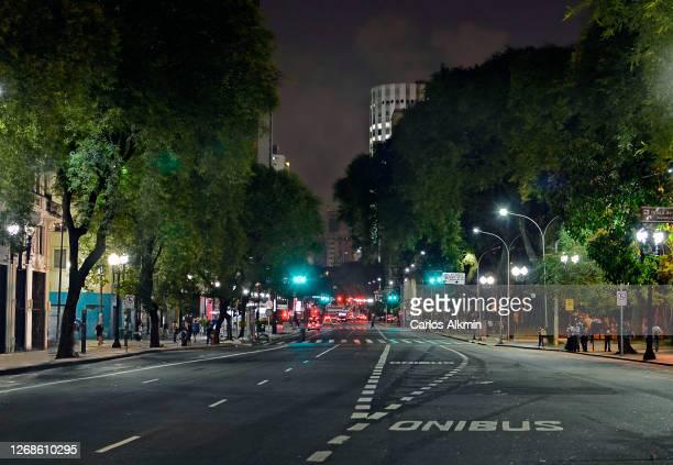 sao paulo - downtown district - ipiranga avenue at night - carlos alkmin stock pictures, royalty-free photos & images