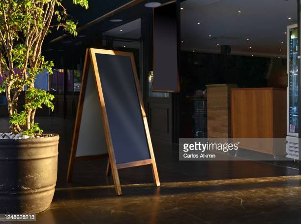 sao paulo - signage with empty space to indicate the delivery and/or take out menu of a restaurant, during covid pandemic. - carlos alkmin stock pictures, royalty-free photos & images