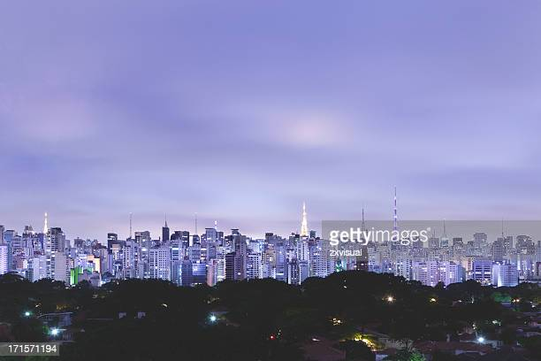 sao paulo skyline at dusk in brazil - são paulo stock pictures, royalty-free photos & images